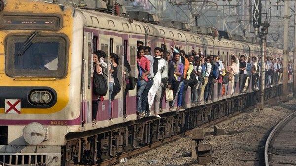कोविड-19:महाराष्ट्र में 'अनलॉक' का तीसरा चरण,आम लोग नहीं कर सकेंगे लोकल ट्रेनों में सफर