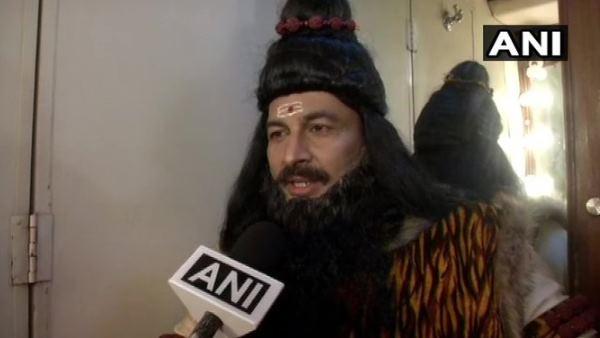 राजधानी में एनआरसी: रामलीला में परशुराम बन विदेशी घुसपैठियों पर क्या बोले मनोज तिवारी?