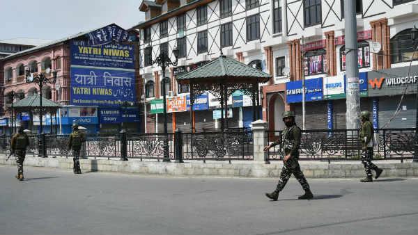 J&K: कश्मीर में क्यों नहीं चलता मोबाइल का प्री-पेड कनेक्शन, क्या 31 अक्टूबर के बाद चलेगा ?