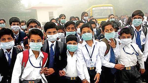 प्रदूषण से दिल्ली में सांस लेना मुश्किल हुआ, केजरीवाल का ऐलान- स्कूली बच्चों को 50 लाख मास्क बांटेंगे