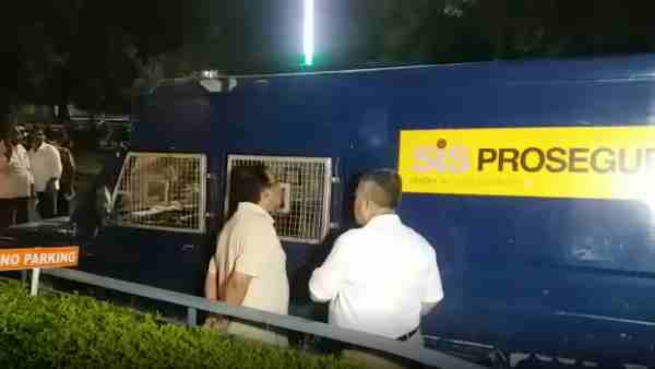 1.60 crore rupees stolen from ATM Cashman in Prayagraj