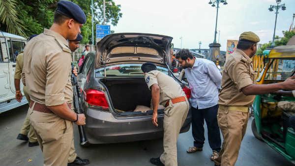 इसे भी पढ़ें- अयोध्या विवाद पर सुप्रीम कोर्ट के फैसले से पहले पाक आतंकी घुसे यूपी में: खुफिया इनपुट
