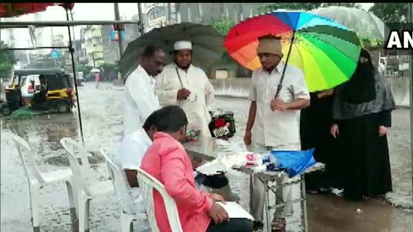 voting in candle light and rain in maharashtra
