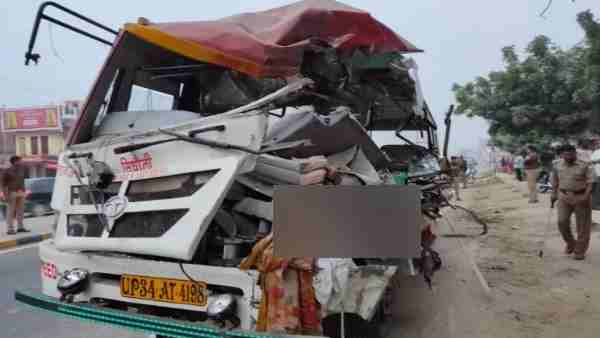 Three people died in a road accident in Sant Kabir Nagar