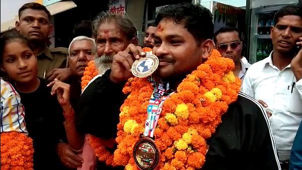 पढ़ें: रूस से गोल्ड जीतकर लौटे शाहजहांपुर के अजय, CM योगी से की अपील- सरकार मदद करे
