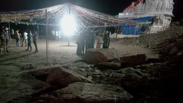 Udaipur Garba Video: गरबा देख रहे लोगों पर लुढ़की चट्टान, 3 बच्चों की मौत, 2 महिला समेत 4 घायल