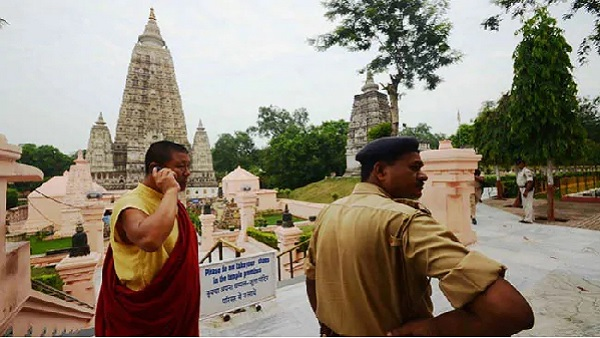fight between Buddhist monks in Mahabodhi temple Bihar Bodh Gaya