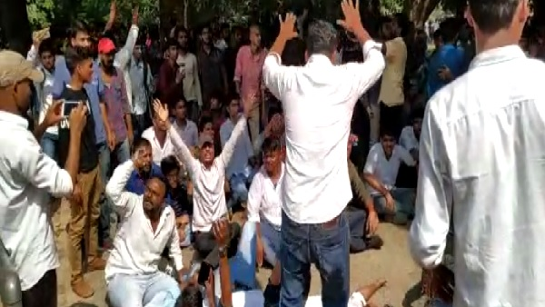 student leader did protest for student election in allahabad university