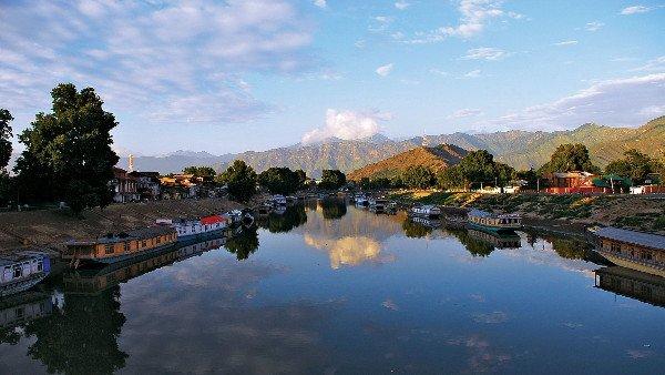 यह पढ़ें: बदली पहचान, जम्मू-कश्मीर और लद्दाख बने केंद्र शासित प्रदेश, बना इतिहास