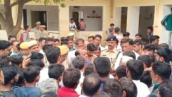 Murder In Sikar : घर में घुसकर युवक के सिर में मारी गोली, खौल उठा राजपूत समाज का खून
