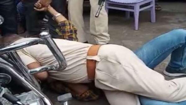 अपराधियों को पकड़ने की बिहार पुलिस की अजीबोगरीब तरकीब! वीडियो हो रहा है वायरल