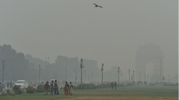 यह पढ़ें: जहरीली धुंध की चपेट में दिल्ली, 924 के खतरनाक स्तर पर पहुंचा प्रदूषण