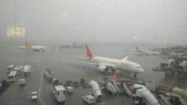 Kolkata airport closed after cyclone Bulbul collided with West Bengal