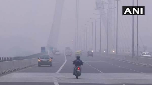 इसे भी पढ़ें- प्रदूषण का कहर जारी- 5 नवंबर तक दिल्ली-नोएडा के सभी स्कूल बंद, निर्माण कार्यों पर भी लगा प्रतिबंध