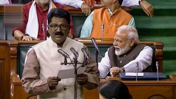 शिवसेना नेता अरविंद सावंत ने केंद्रीय मंत्रिमंडल से इस्तीफा देने की घोषणा की