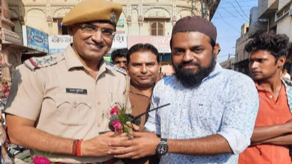 ayodhya verdict welcome by hindu muslim to offering rose in bikaner