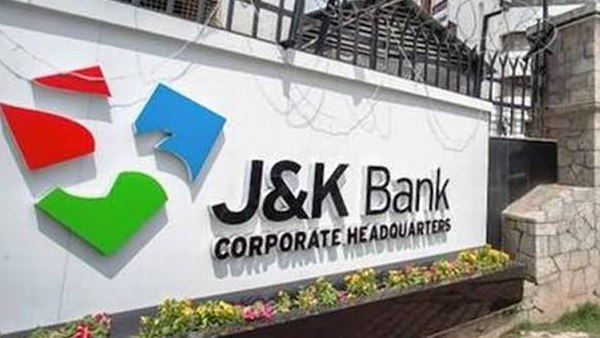जम्मू-कश्मीर बैंक की कैश वैन गहरी खाई में गिरी, 4 कर्मचारियों की मौत