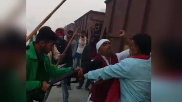 bettiah two groups beaten each other for railway reck point