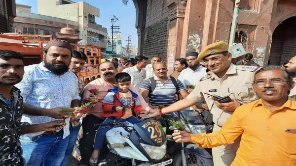 bikaner hindu muslim offering rose flowers to each other after ayodhya verdict