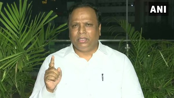 Ashish Shelar says dentification parade is done in case of accused persons, not in case of elected MLAs