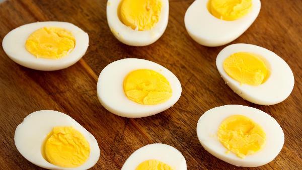 50 अंडे खाने की लगी थी शर्त, 42 अंडे खाने के बाद शख्स ने मानी हार और फिर...