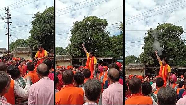 वायरल वीडियो: शोभायात्रा में समर्थकों के कंधे पर बैठ गया भाजपा नेता, फिर दागीं गोलियां