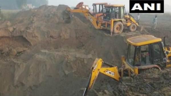 हरियाणा के करनाल में पांच साल की बच्ची 50 फीट गहरे बोरवेल गिरी, बचाव अभियान जारी