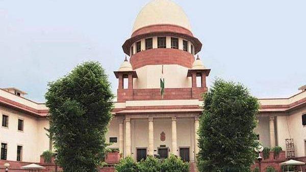 Sabarimala Verdict: सबरीमाला मामले को सुप्रीम कोर्ट ने बड़ी बेंच को सौंपा, 7 जजों की बेंच करेगी सुनवाई