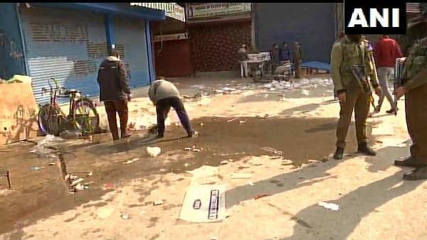 जम्मू कश्मीर: श्रीनगर के बाजार में आतंकियों ने फेंका ग्रेनेड, UP के रिंकू सिंह की मौत, 18 घायल