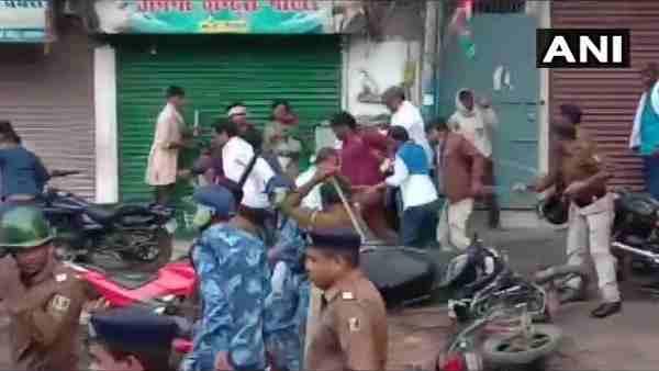 पटना में जन अधिकार पार्टी के अध्यक्ष पप्पू यादव के मार्च पर पुलिस ने किया लाठीचार्ज, दागे आंसू गैस के गोले