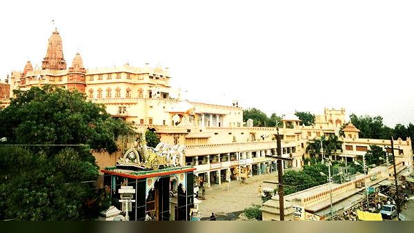 आधी रात को यहां पैदा हुए थे कृष्ण, अब तक 4 बार हो चुका है इस मंदिर का निर्माण, देखें तस्वीरें
