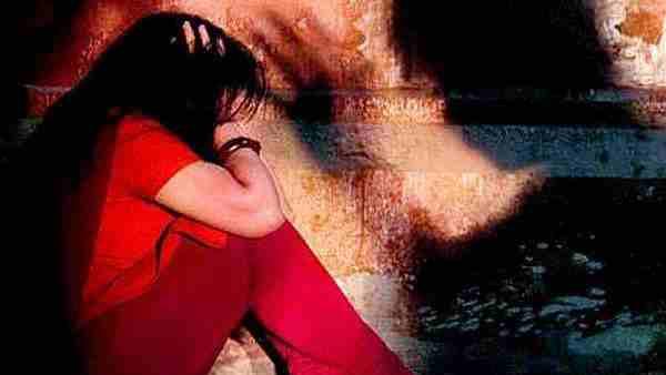 मैनपुरी: रिश्ते के फुफेरे भाई और दोस्त ने किशोरी से किया सामूहिक दुष्कर्म