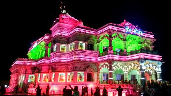 इस मंदिर में 25000 से ज्यादा भक्त आते हैं, का भी मन मोह सकती हैं सतरंगी रोशनी वाली जगमगाहट