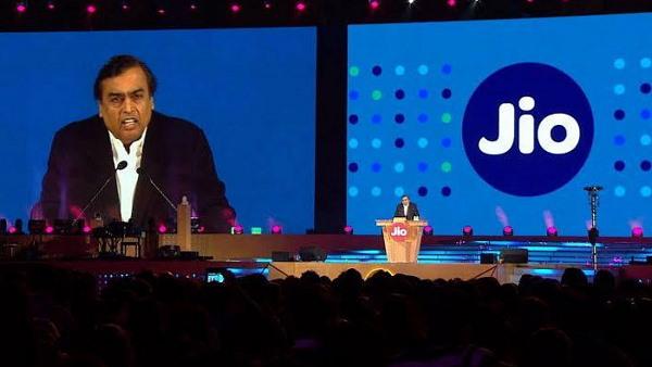 <strong> Jio यूजर्स को जोरदार झटका, 6 दिसंबर से 40% महंगे हुए रिलायंस Jio के प्लान्स, Airtel-Vodafone के प्लान और महंगे</strong>