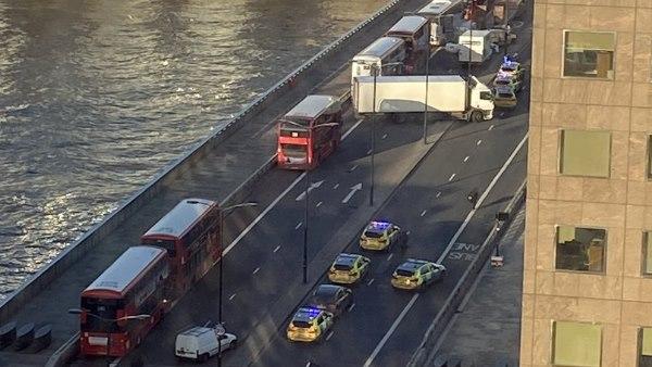 ऐतिहासिक लंदन ब्रिज पर चाकूबाजी, कई लोगों के घायल होने की खबर
