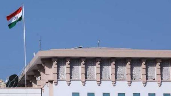 जम्मू सचिवालय से उतरा कश्मीर का झंडा, अकेले लहराया तिरंगा