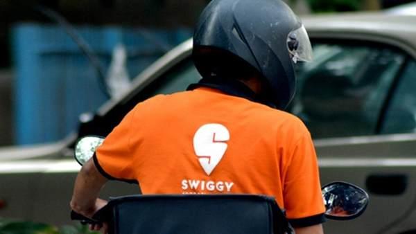 Swiggy डिलीवरी ब्वॉय के आपत्तिजनक कमेंट पर भड़कीं गायिका, ट्वीट कर दिया करारा जवाब