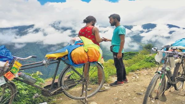 Two Cyclist indore Reached India bhutan and nepal border