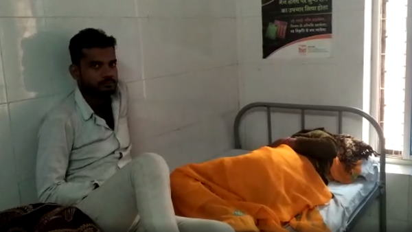 goons beaten to boy mother in fatehpur