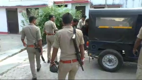 noida crime news: father killed his to daughters