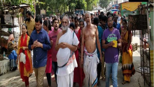 इसे भी पढ़ें- Hyderabad Doctor murder: पीड़िता के लिए हैदराबाद के इस मंदिर में हुआ अनोखा विरोध प्रदर्शन