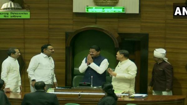 यह पढ़ें: Maharashtra Assembly Speaker: कांग्रेस के नाना पटोले बने विधानसभा स्पीकर, बीजेपी ने किसन कथोरे का नाम वापस लिया