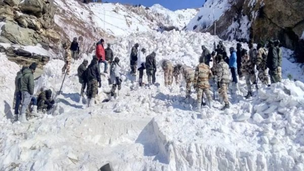 many jawans of Indian Army missing after avalanche hits North Kashmir