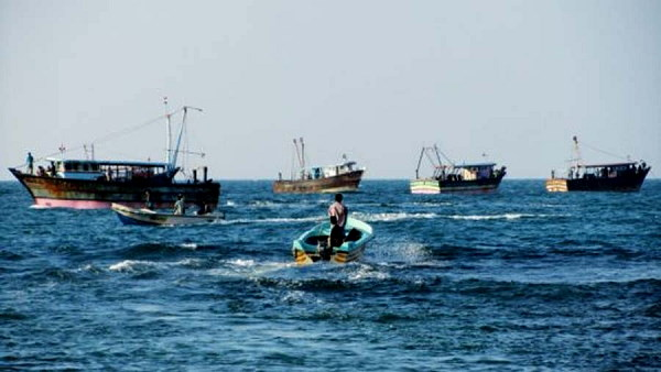 Pakistan Caught 18 Indian Fishermen With Three Boats, latest news