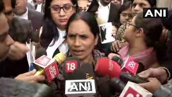कोर्ट में सुनवाई टलने पर निर्भया की मां बोलीं- दोषियों के लिए 18 दिसंबर को जारी होगा डेथ वारंट