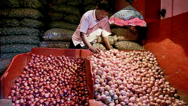 Onion rush: Stampede in Andhra Pradesh after government sells onions for Rs 25 per kilo