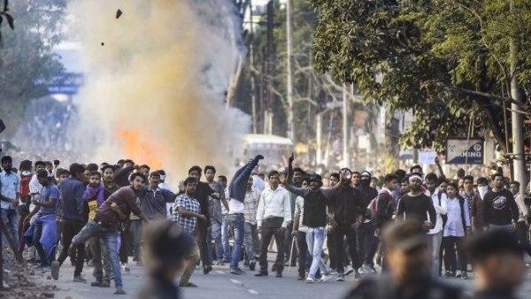 नागरिकता बिल: असम-त्रिपुरा- मेघायल में मोबाइल सेवा बंद, 2 की फायरिंग में मौत