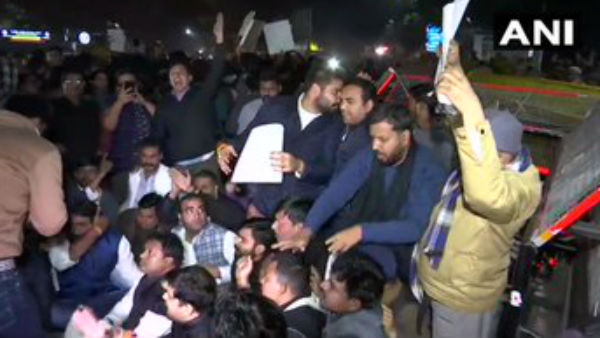 Jamia Millia Islamia Protest: All detained students have been released from Kalkaji and New Friends Colony, Students Protest Over After 6 Hours at PHQ.