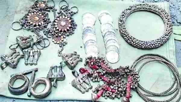 Jewelry found in Hardoi during foundation excavation
