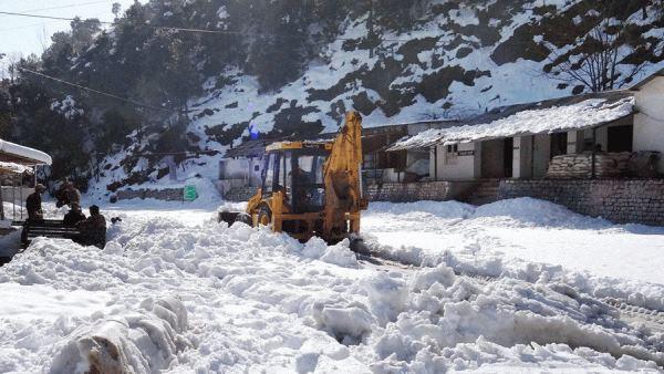 कश्मीर: बंदीपोरा, गंदरबल में हिमस्खलन कई मकान तबाह, रेस्क्यू जारी